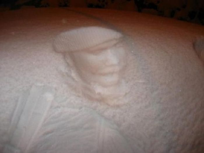 Art on Snowy Cars (11 pics)