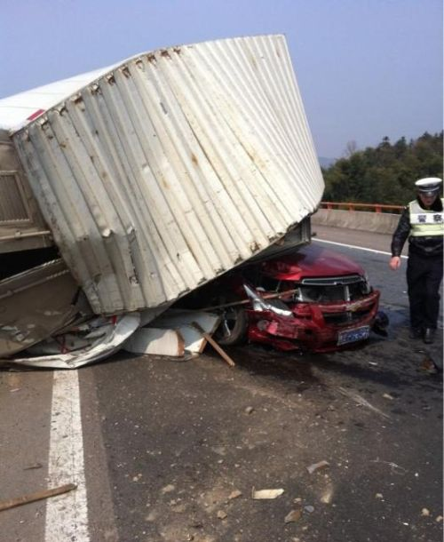 Terrible Crash (8 pics)