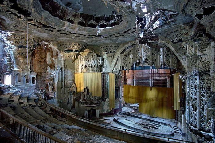 Ruins of Detroit (32 pics)