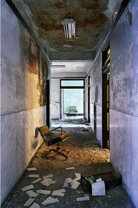 Ruins of Detroit (32 pics)