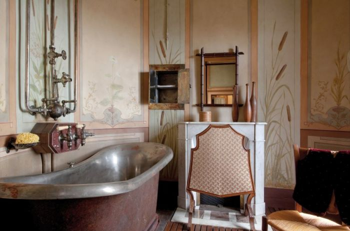 The French House Untouched for 100 Years (10 pics)
