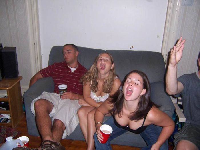 Girls Catching Things In Their Mouths (46 pics)