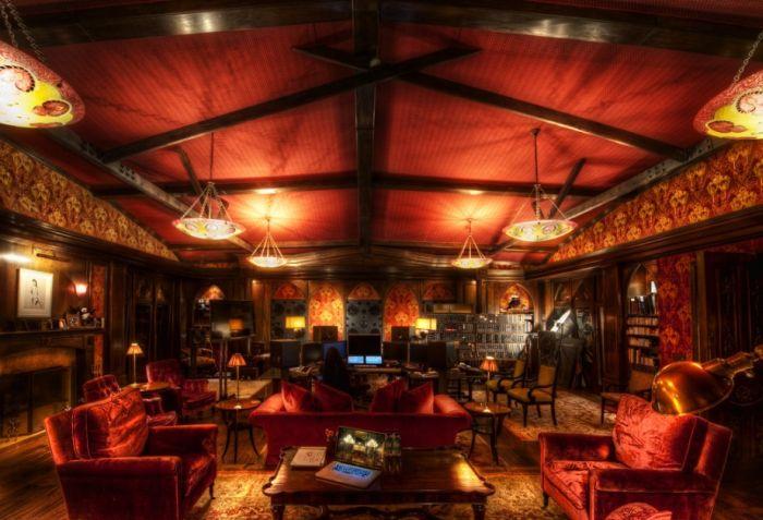 The Secret Room of Hans Zimmer (7 pics)