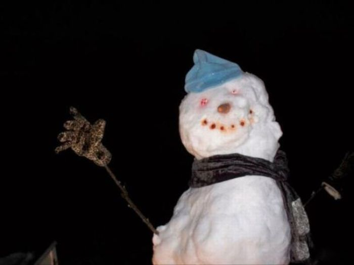 Oversized Snowman (4 pics)