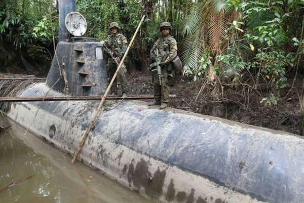 Drug Submarine Seized by Colombian Navy (5 pics)