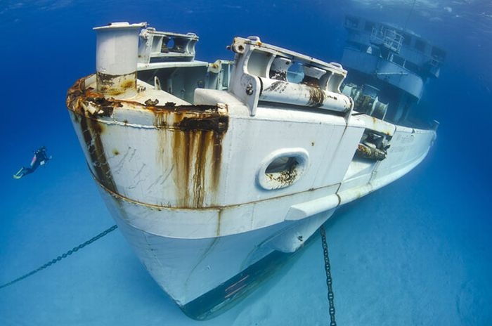 Ship Wrecks around the World (10 pics)