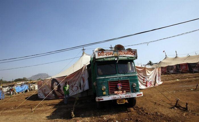 Mobile Cinemas In India (12 pics)