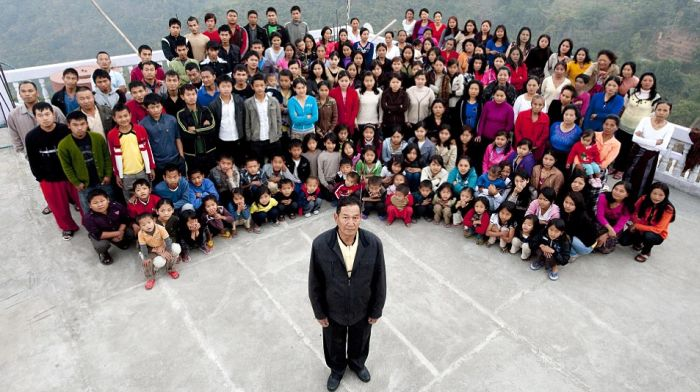 39 Wives, 94 Children and 33 Grandchildren (5 pics)