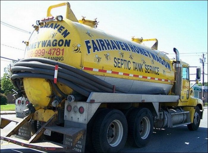 Sanitation Trucks With Hilarious Signs & Messages (13 pics)