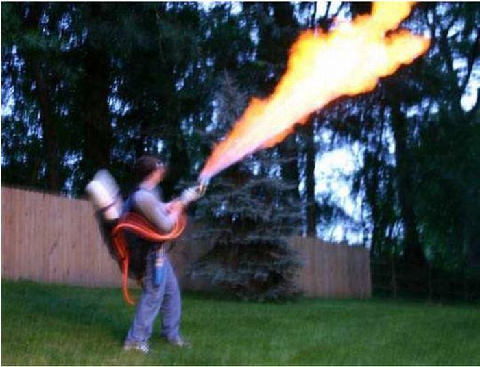 Homemade Flamethrower (30 pics)