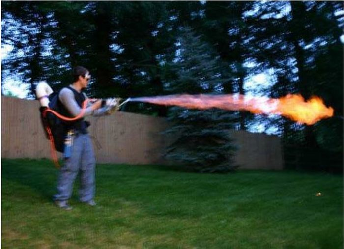 Homemade Flamethrower (30 pics)