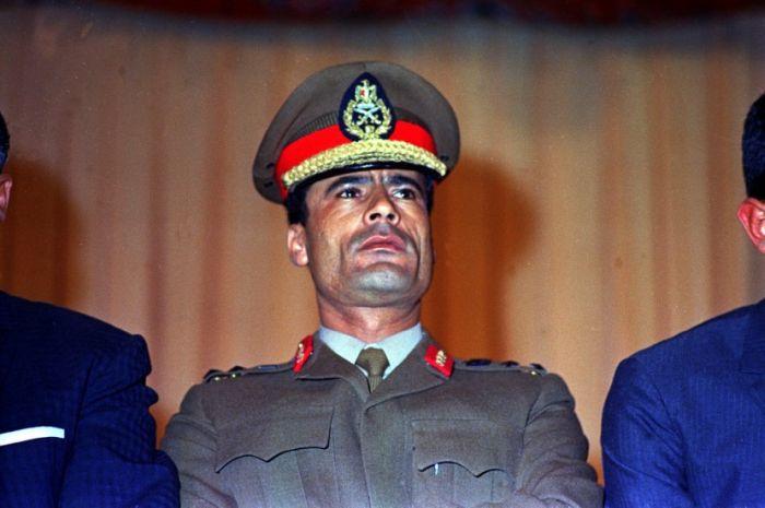 Muammar Gaddafi Aging Timeline (24 pics)