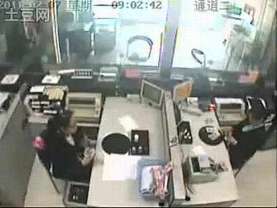 Most Hilarious Chinese Bank Robber