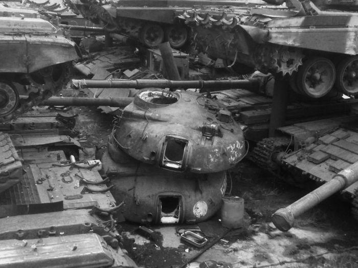 Panzer Cemetery in Kiev, Ukraine (22 pics)