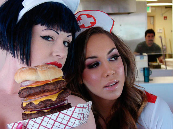 Heart Attack Grill Girls (35 pics)