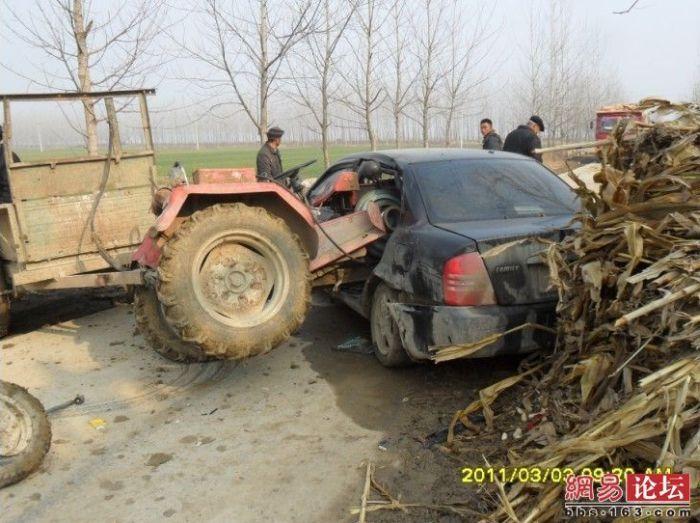 Tractor vs Car (7 pics)