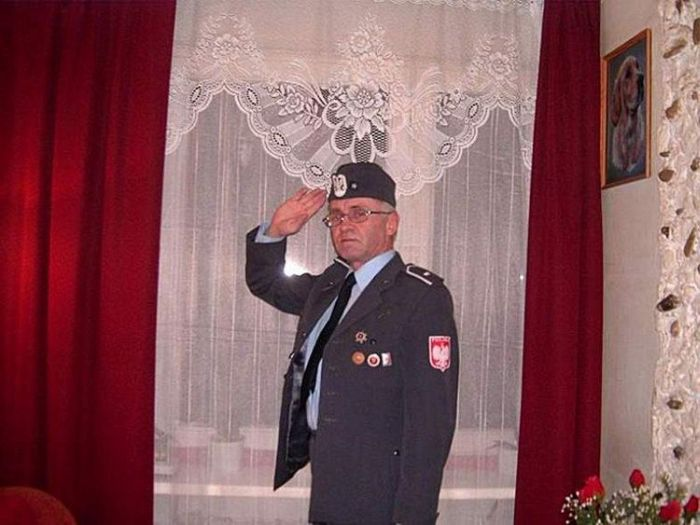 Facebook Photos of a Polish Colonel (6 pics)