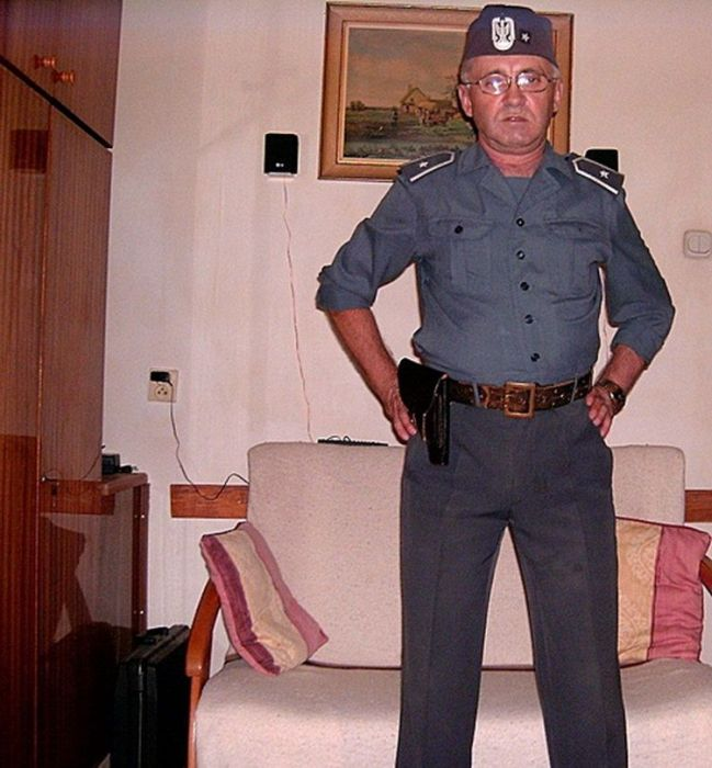 Facebook Photos of a Polish Colonel (6 pics)
