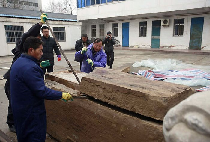 Incredibly Preserved 700-year-old Mummy Found in China  (13 pics)