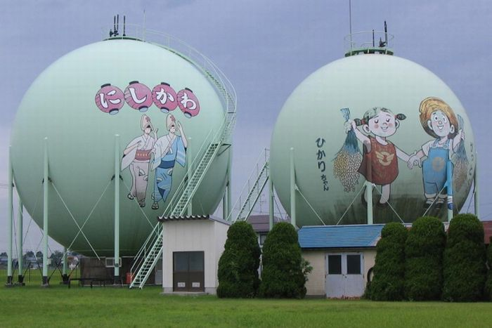 Decorated Gas Tanks in Japan (21 pics)