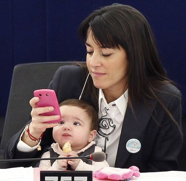 Little Girl in the Parliament (4 pics)