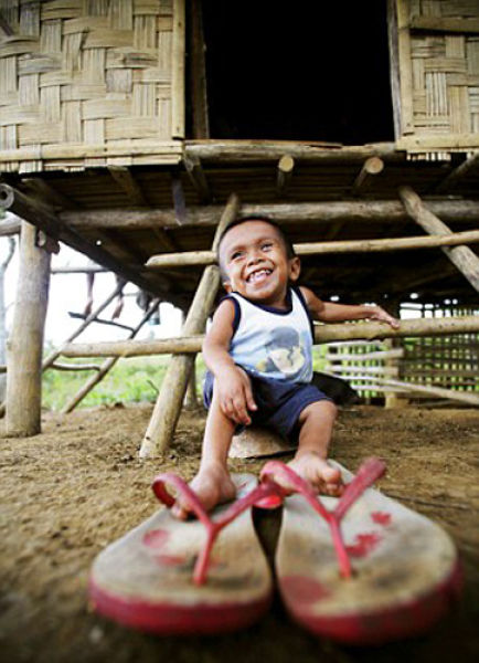 Junrey Balawing - World's Smallest Man (13 pics)