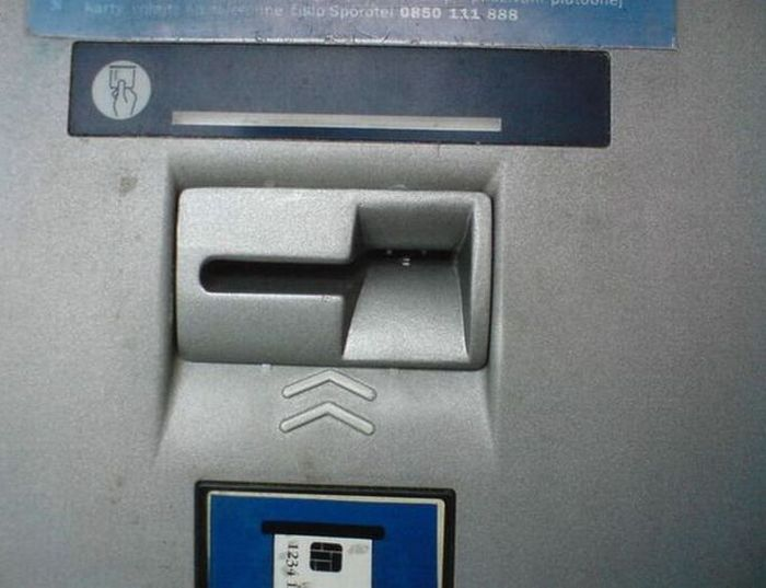 ATM That  Steals Your Money (5 pics)
