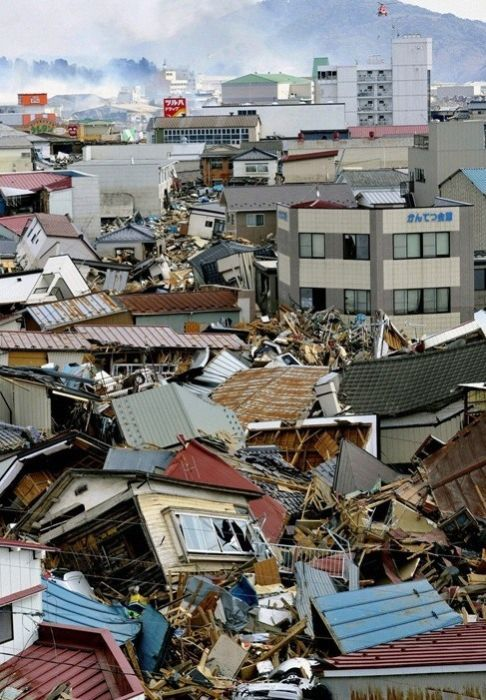 2011 Sendai Earthquake and Tsunami (100 pics)