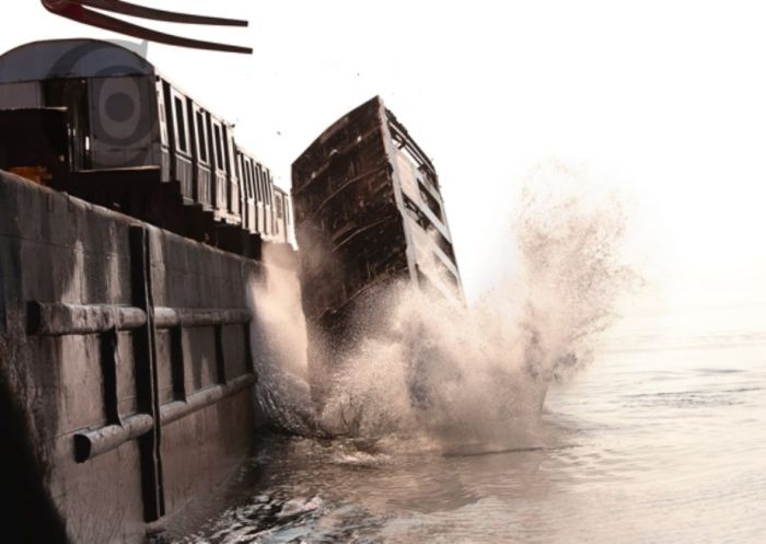Old NYC Subway Cars Being Dumped into the Atlantic (12 pics)