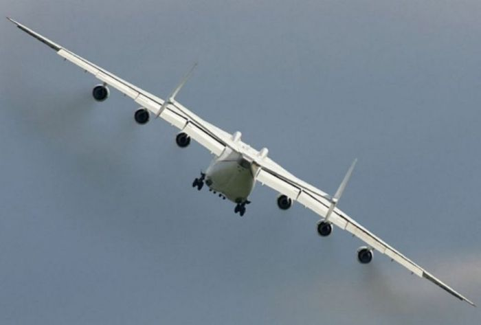 Giant Ukrainian Airplane Antonov An-225 (21 pics)