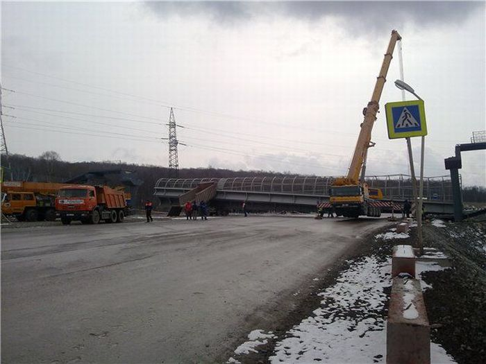 Truck vs Bridge (3 pics)