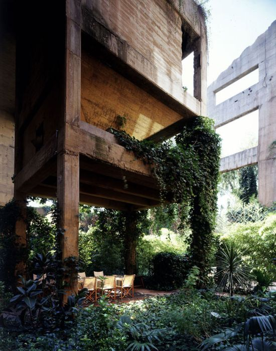 House Inside an Old Cement Plant (13 pics)
