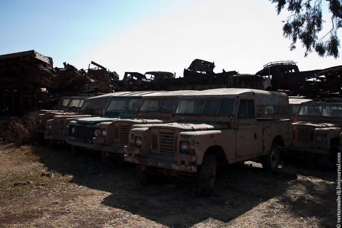 Tank Cemetery in Eritrea (30 pics)