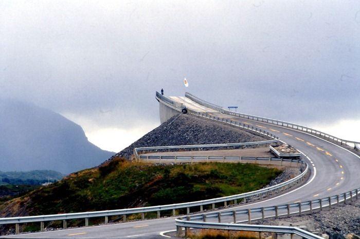 The Bridge to Nowhere (6 pics)