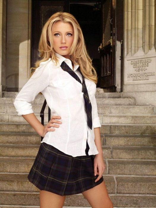 Girls in School Uniform (20 pics)