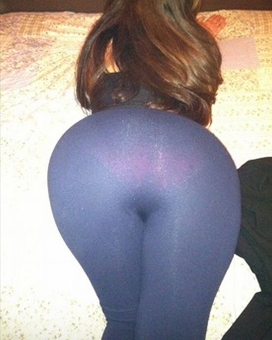 Girls In Tight Yoga Pants (31 pics)