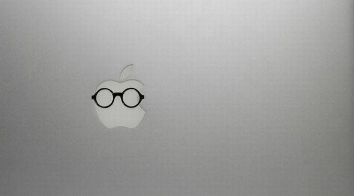 Apple Logos Wearing Glasses (12 pics)
