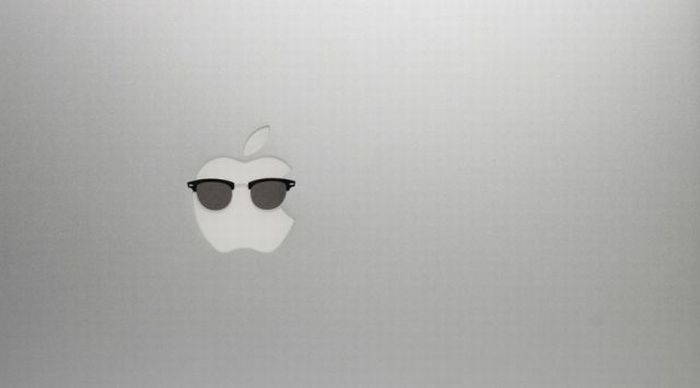 Apple Logos Wearing Glasses (12 pics)