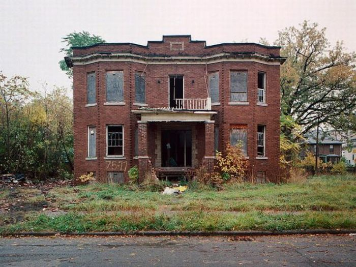 Abandoned detroit homes for sale 98 pics for Pitchers of houses for sale