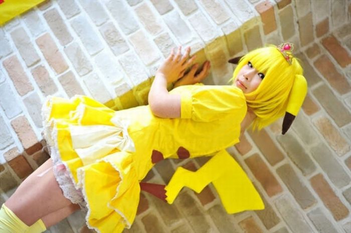 Cute Cosplay Girls in Pokemon Costumes (43 pics)