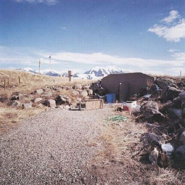 Private Bomb Shelters (19 pics)