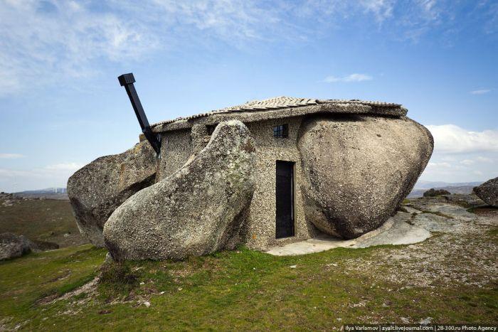 Fairy House Built Inside a Stone (21 pics)