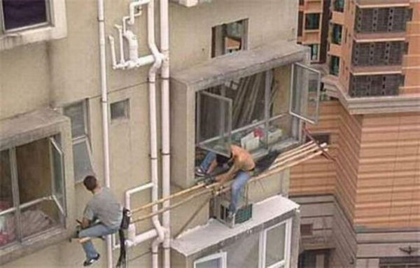 Fearless Men Risk Life on Duty (73 pics)