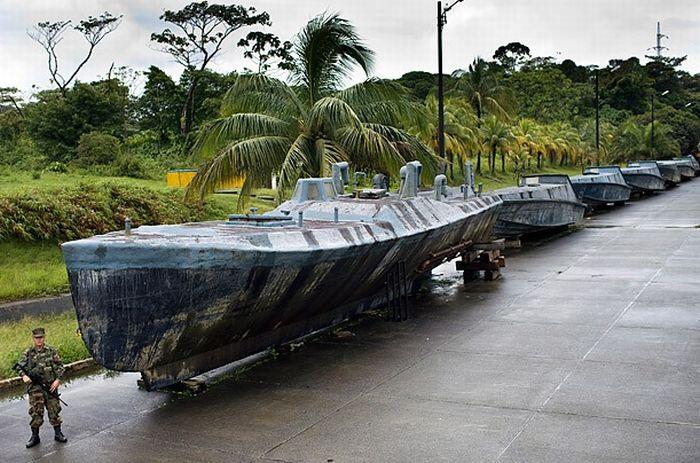 Inside Cocaine-Smuggling Submarines (11 pics)
