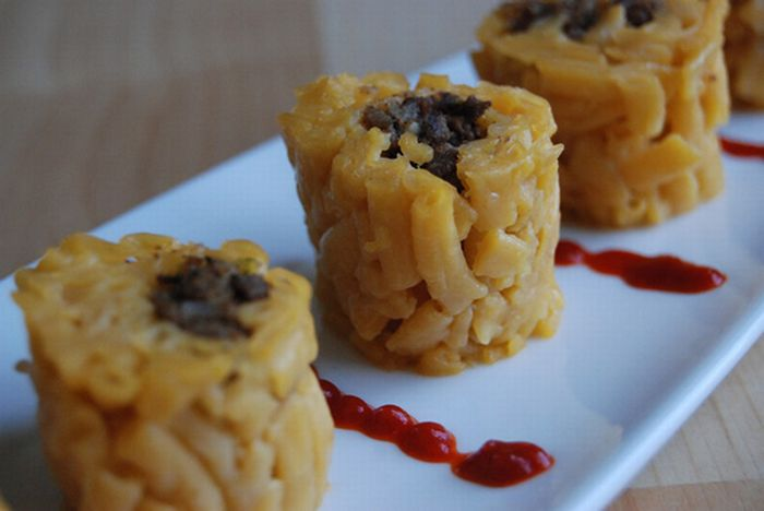 Making Sushi Rolls With Macaroni and Cheese (15 pics)