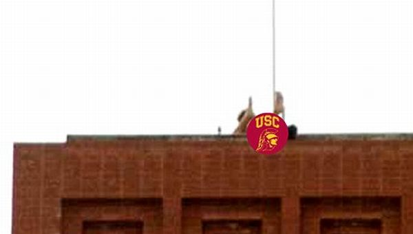 Students Were Caught Having Sex on The Roof of USC Building (5 pics)