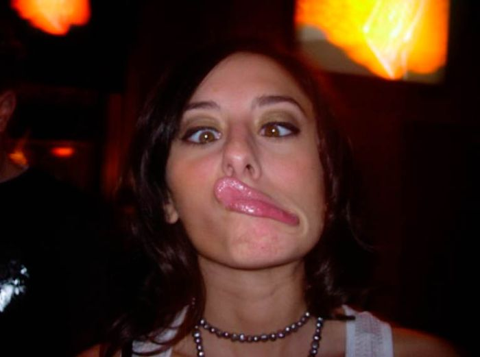 Hot Girls Making Funny Faces (64 pics)