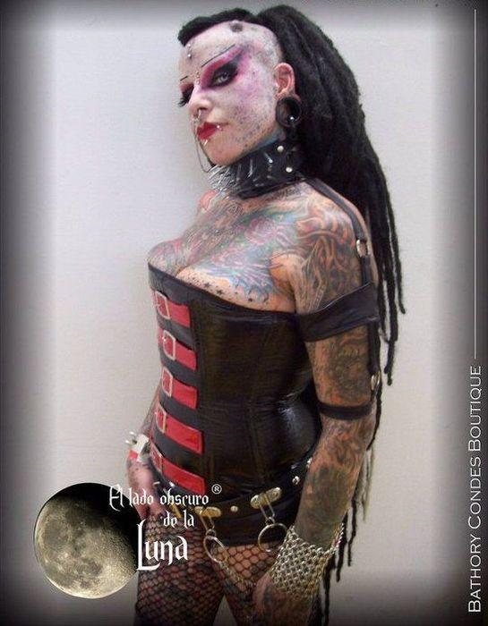 Goth Queen (11 pics)