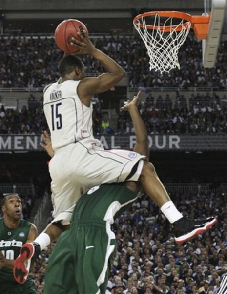 Funny College Basketball Moments (20 pics)