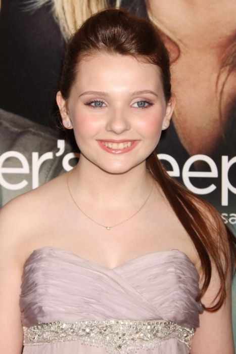 Hollywood Actresses Who Are Younger Than 18 (50 pics)